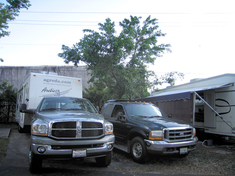Tight squeeze and rude neighbors at Paradise Island RV Park
