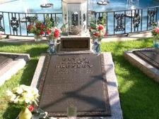 Elvis Presley Grave Graceland Memorial Garden