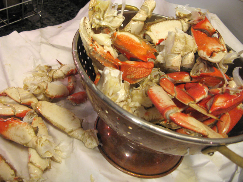 Cleaning Fresh San Francisco Dungeness Crab for Cioppino