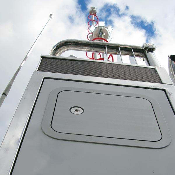 KiraVan Expedition Vehicle System SAS Masts