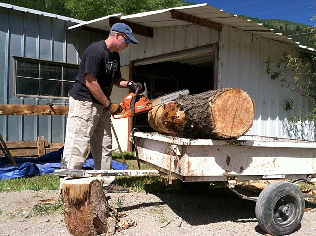 Jim Chainsaw Cuts Log Benches Handmade Workamping
