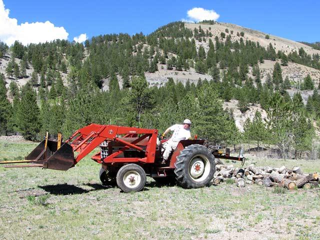 Jim splitting logs workamping at Vickers Guest Ranch
